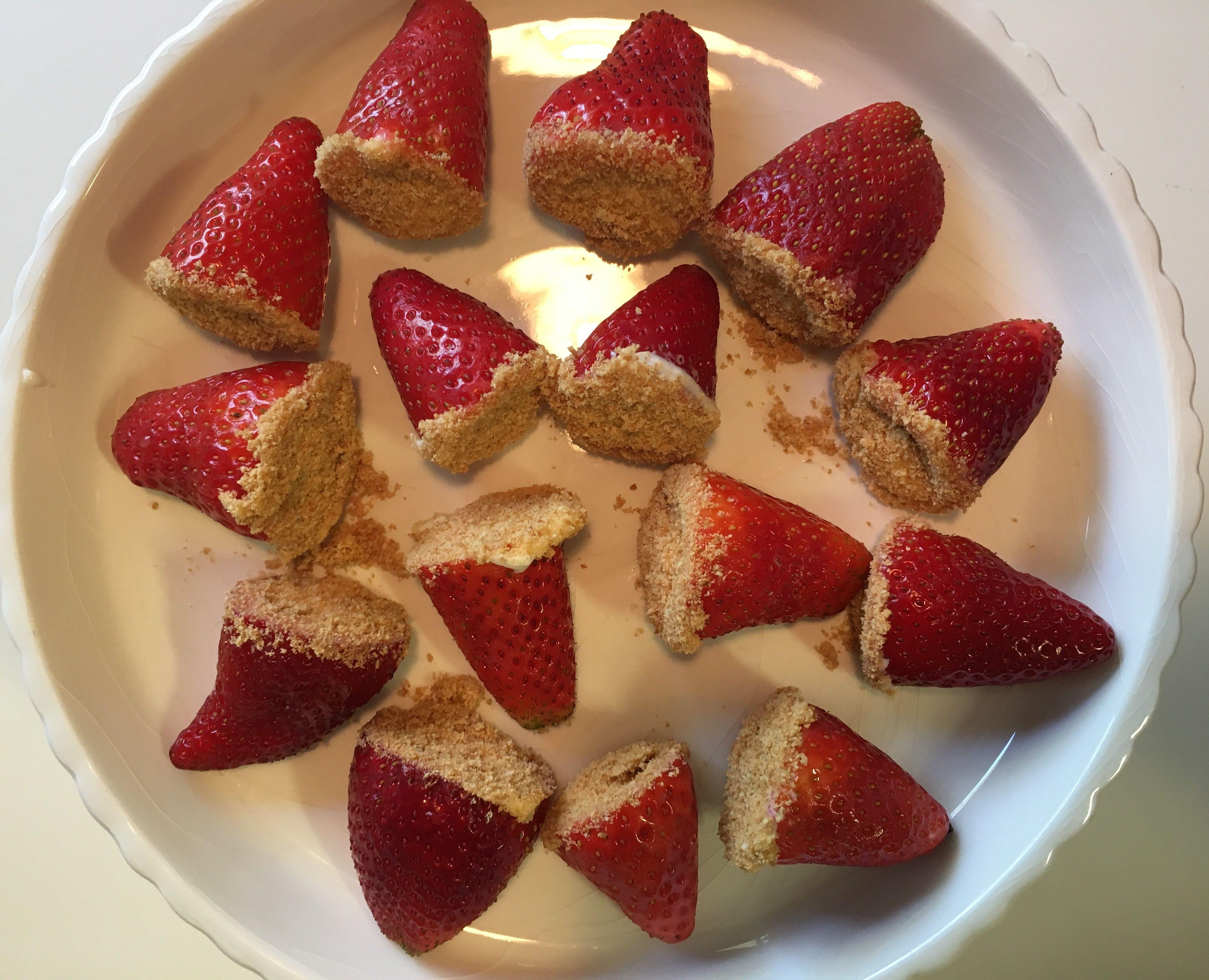 צלחת תותים ממולאים