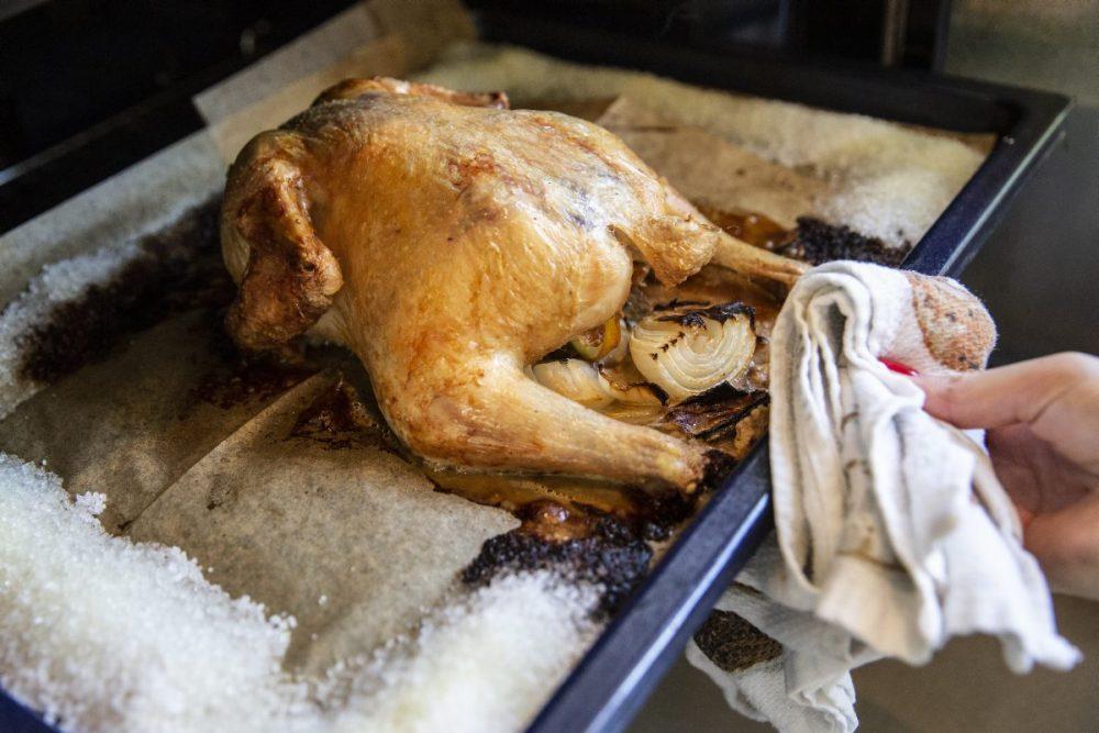 עוף יוצא מהתנור
