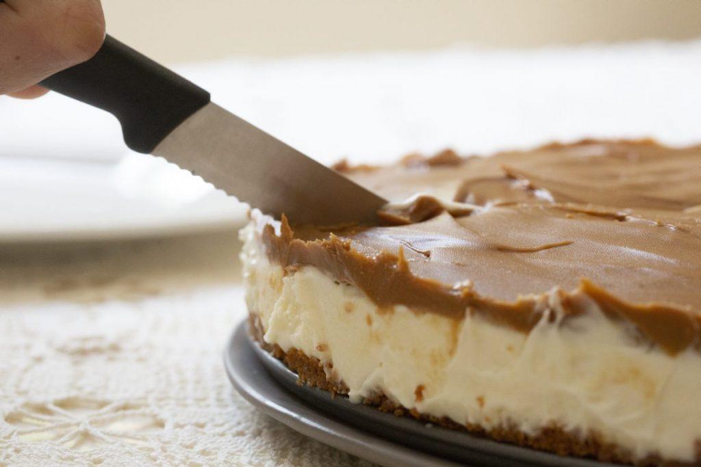 חותכים את העוגה