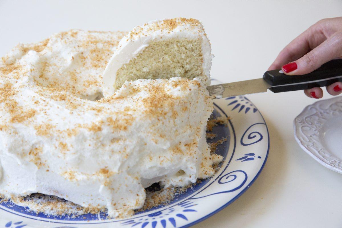 חותכים עוגה